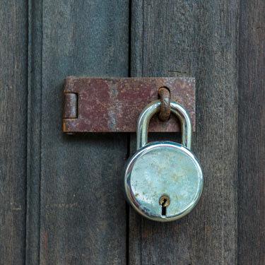 Old-padlock-on-a-wooden-door_web