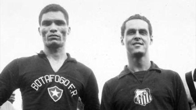 Santos keeper Gylmar (right) in 1963, with Botafogo's Mango (Imago)