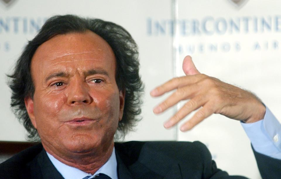 "FILE - In this April 12, 2004 file photo, Spanish singer Julio Iglesias gestures as he talks with reporters during a news conference to promote his new album ""Divorce"" in Buenos Aires, Argentina. (AP Photo/Natacha Pisarenko, File)"