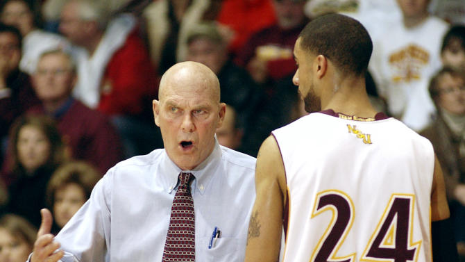 Thousands attend service for coach Don Meyer