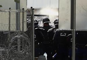 Hungarian riot use tear gas as migrants attempt to…