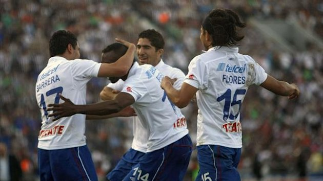 Amaranto Perea (C) of Cruz Azul celebrates his goal against Monterrey with teammates (AFP)