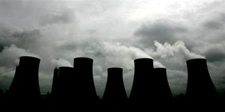 Smoke billows from cooling towers at the Radcliffe Power Station near Nottingham in central England, May 25, 2005. NTRES REUTERS/Mike Finn-Kelcey