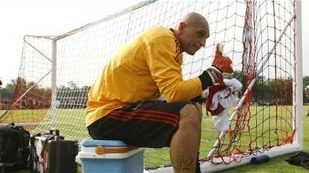 Milan confirm Abbiati extension