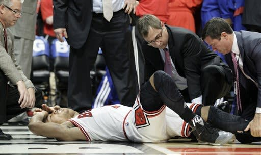 Bulls lose Rose to torn ACL in win over 76ers