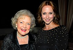 Betty White and Jennifer Love Hewitt | Photo Credits: Charley Gallay/Getty Images