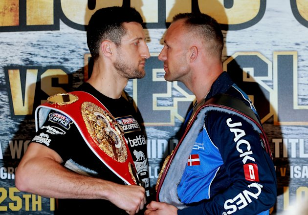 Carl Froch faces of with Mikkel Kessler