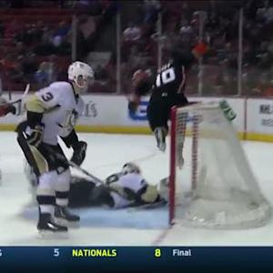 Corey Perry taps in a rebound