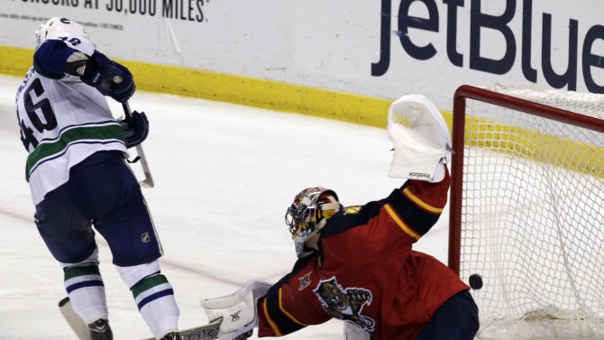 Canucks get the best of Luongo with shootout win