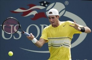 Isner beats Simon to reach US Open quarterfinals