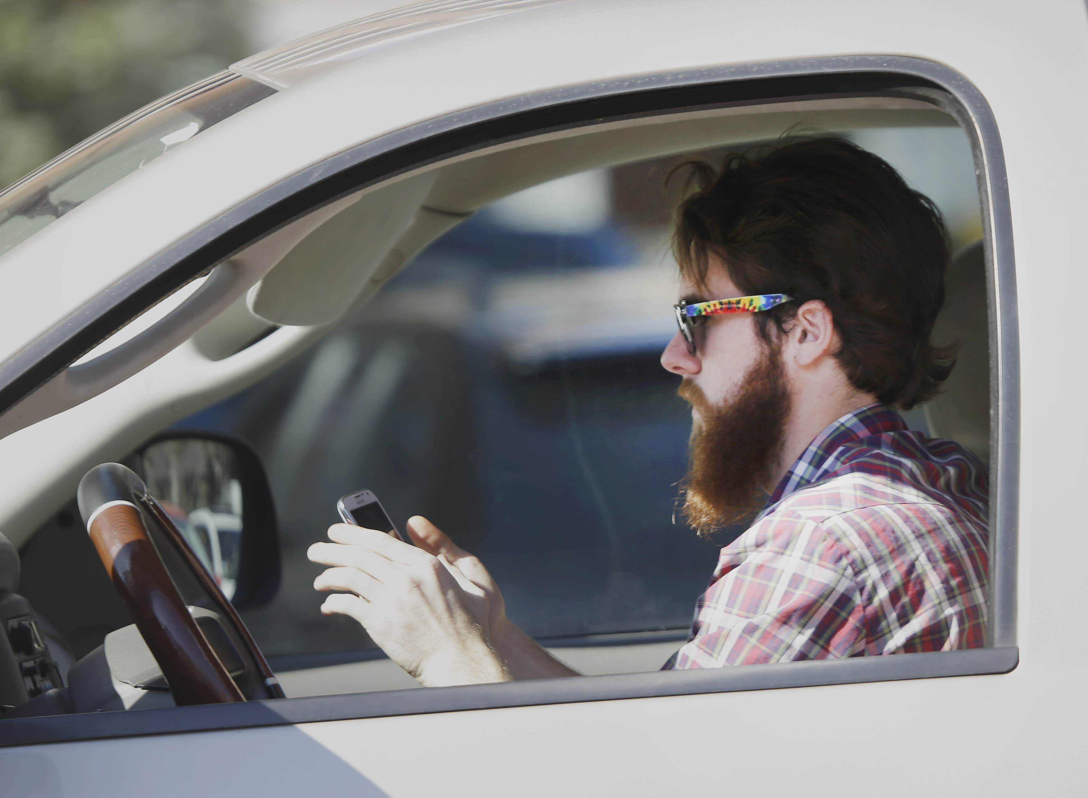 Cell phones are causing more and more car crashes