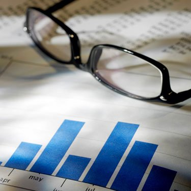 Financial-data-and-eyeglasses_web