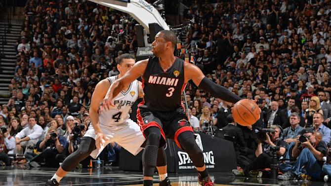Wade tells Heat he will become free agent
