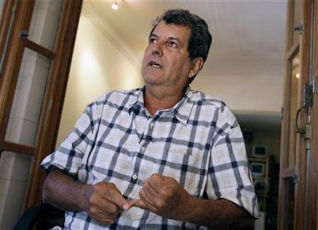 Cuban dissident Oswaldo Paya talks to Reuters during an interview in Havana September 8, 2010. REUTERS/Enrique De La Osa