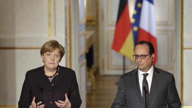 French President Hollande and German Chancellor Merkel attend a press conference at the Elysee Palace in Paris