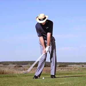 Chipping & Pitching - David Leadbetter: Take A Divot