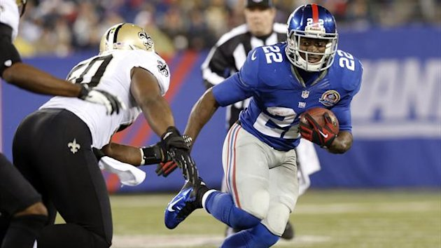 New York Giants' running back David Wilson runs past New Orleans Saints defender Brian de la Puente (L) on his way to a first down in the third quarter of their NFL football game