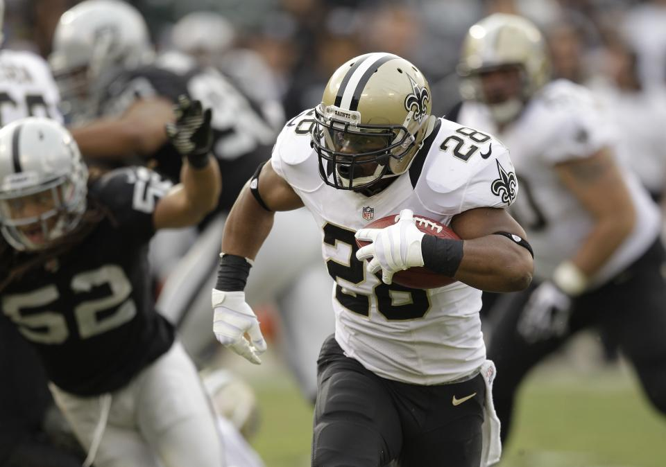 New Orleans Saints running back Mark Ingram carries the ball on a 27-yard touchdown run during the third quarter of an NFL football game against the New Orleans Saints in Oakland, Calif., Sunday, Nov. 18, 2012. At left is Oakland Raiders outside linebacker Philip Wheeler. (AP Photo/Ben Margot)