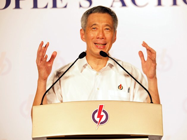 Prime Minister Lee Hsien Loong speaks at the PAP&#39;s final rally in Punggol East. (Yahoo! photo/Alvin Ho)
