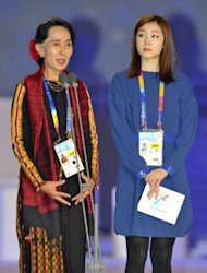 Aung San Suu Kyi (L), Myanmar&#39;s opposition leader, delivers a speech as Olympic figure skating gold medalist Kim Yuna watches at the opening of the Special Olympics World Winter Games in Pyeongchang on January 29, 2013. Suu Kyi said at the opening that the games were not to celebrate sports but &quot;the supremacy of the human spirit over everything else&quot;