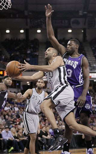 Parker's double-double leads Spurs past Kings