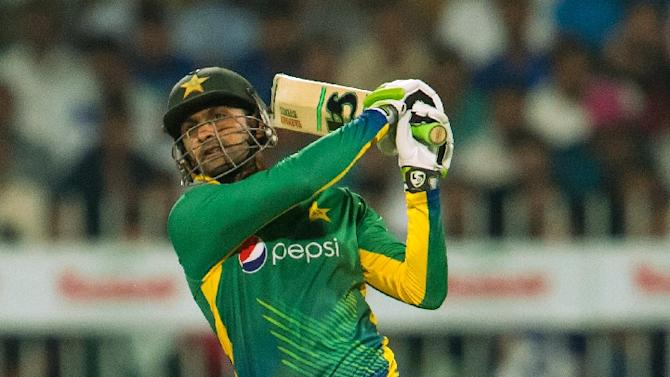 Pakistan's Shoaib Malik smashed a career best 54-ball 75 for his fourth Twenty20 half century
