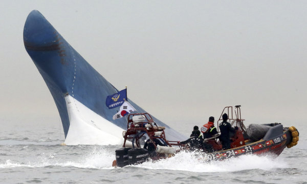 Fears rise for missing in SKorea ferry sinking