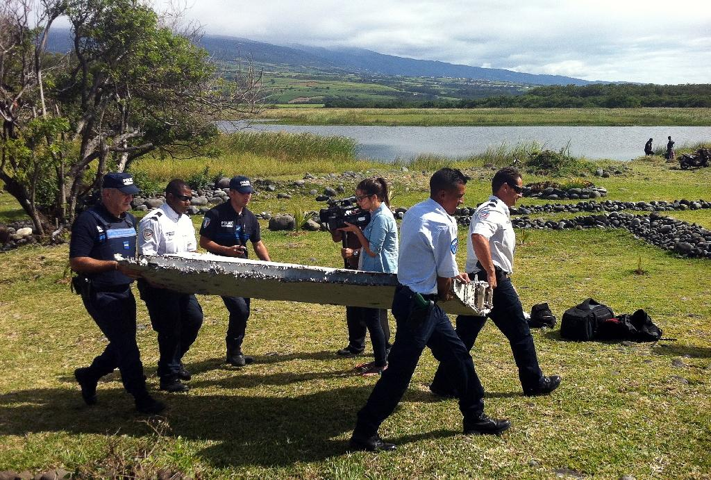France confirms wing part found on Reunion is from MH370