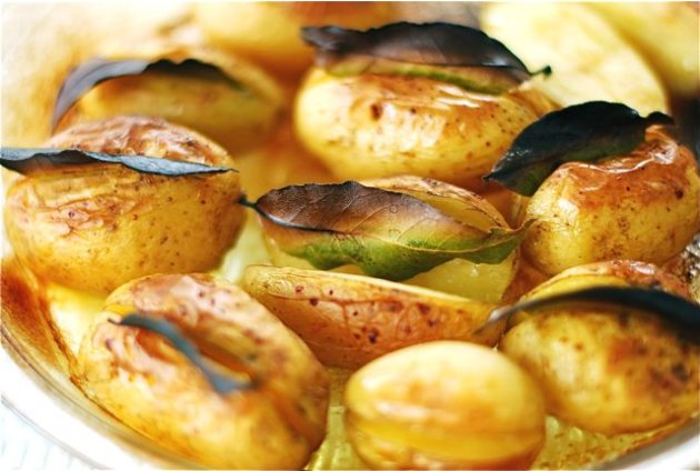 Bay Leaf Roasted Potatoes