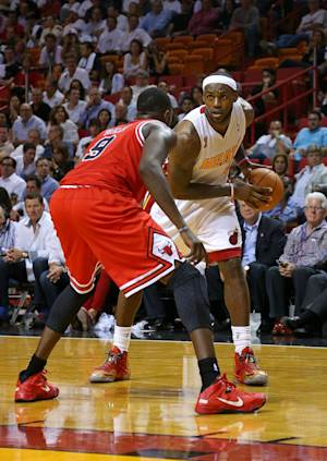 Heat get rings, then hold off Bulls 107-95