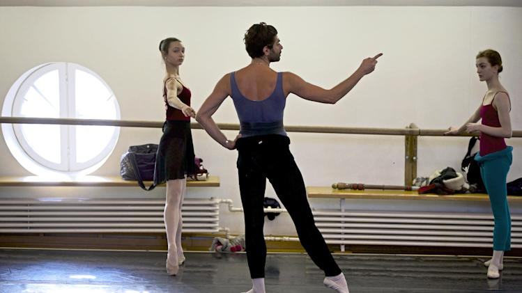 """In this photo made Thursday, Feb. 14, 2013 Bolshoi ballet dancer Nikolai Tsiskaridze, center, holds a rehearsal  in the Bolshoi Theater in Moscow, Russia. Pavel Dmitrichenko, a Russian ballet star who most recently played the title role in """"Ivan the Terrible"""" at the famed Bolshoi Theater has confessed that he organized the acid attack on the theater's ballet chief, Sergei Filin, Moscow police said Wednesday March 6, 2013. (AP Photo/Alexander Zemlianichenko)"""