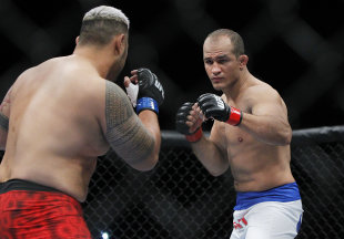 Junior Dos Santos squares off against Mark Hunt at UFC 160. (USA Today)