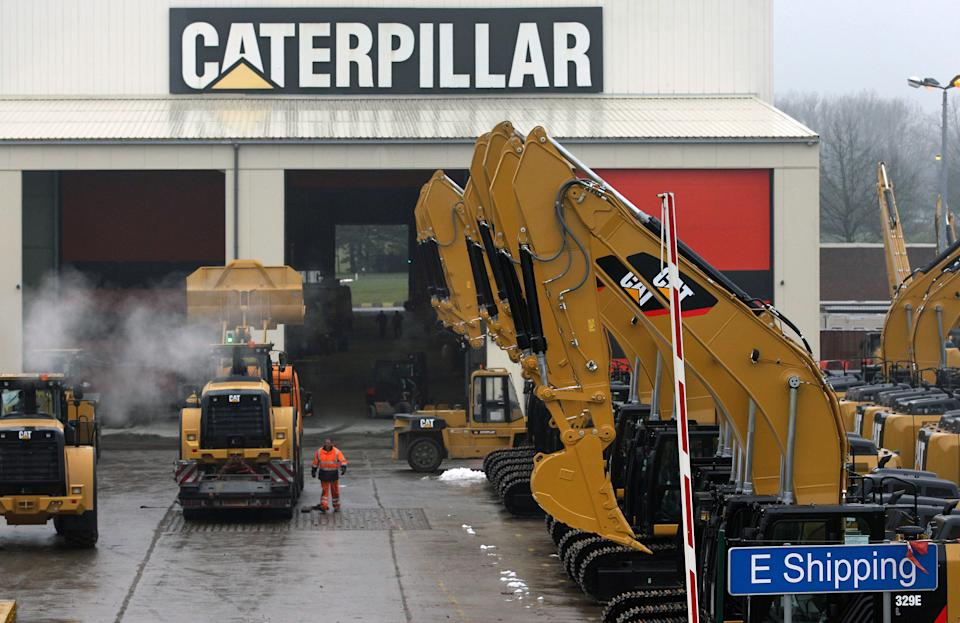 Caterpillar 2Q profit falls 43 pct; cuts outlook