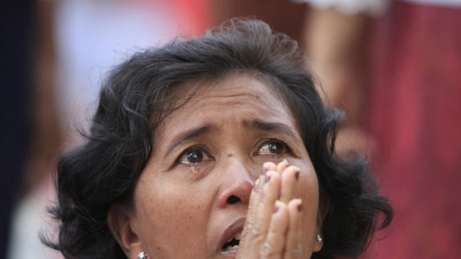 A Cambodian woman prays in tears in front of the main gate of the Royal Palace in Phnom Penh, Cambodia, to mourn the death of former King Norodom Sihanouk Monday, Oct. 15, 2012. Sihanouk, the revered former king who was a towering figure in Cambodian politics through a half-century of war, genocide and upheaval, died Monday. He was 89. (AP Photo/Heng Sinith)