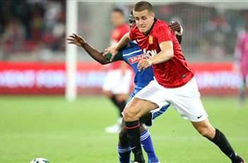 Manchester United defender Wootton signs for Leeds