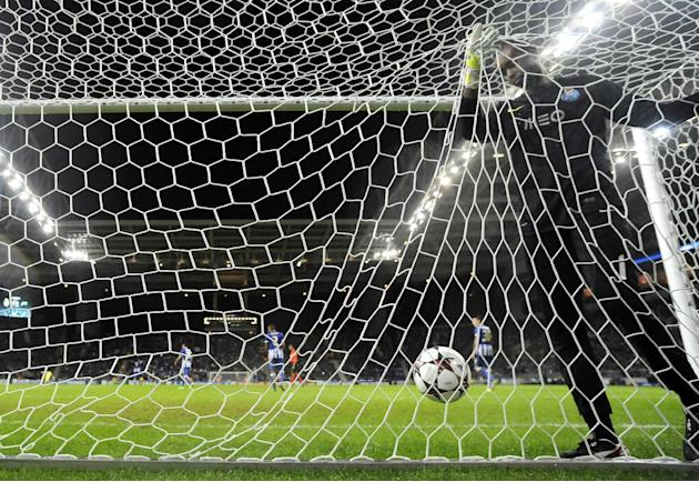 Porto's goalkeeper Helton Arruda, from Brazil, fails to stop a goal from Zenit's Aleksandr Kerzhakov during the Champions League group G soccer match between FC Porto and Zenit Tuesday, Oct. 22, 2013,