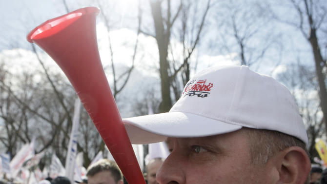 Polish workers protest plan to hike retirement age