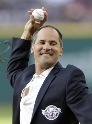 Vizquel inducted into Indians Hall of Fame