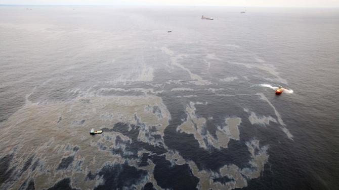 FILE - In this Nov. 18, 2011 file photo released by Rio de Janeiro's government, vessels work to clean up an oil spill in an offshore field operated by Chevron at the Bacia de Campos, in Rio de Janeiro state, Brazil.  Federal police have concluded their probe into an oil spill off the Brazilian coast last month and are recommending that prosecutors charge oil companies Chevron and Transocean with crimes against the environment, a top official said Thursday Dec. 22, 2011.  Transocean Ltd. is the drilling contractor for the well.  Oil started leaking at the site of a Chevron appraisal well Nov. 7, about 230 miles (370 kilometers) off the northeastern coast of Rio de Janeiro state.  (AP Photo/Rio de Janeiro government, Rogerio Santana, File)