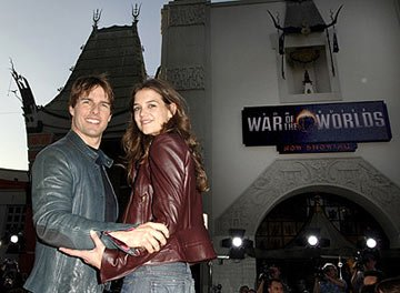 Tom Cruise and Katie Holmes at the Los Angeles fan screening of Paramount Pictures' War of the Worlds