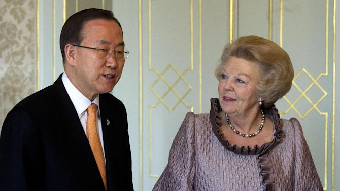 U.N. Secretary-General Ban Ki-moon, left, and Netherland's Queen Beatrix, right,  pose for a photo at royal palace Huis Ten Bosch in The Hague, Netherlands, Sunday, April 7, 2013. Ban Ki-moon is on a two-day visit to the Netherlands. (AP Photo/Toussaint Kluiters, Pool)