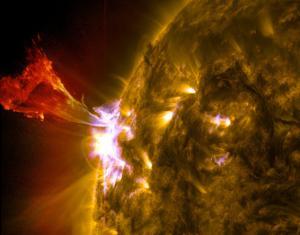 Sun Unleashes Spectacular Solar Eruption (Photos)