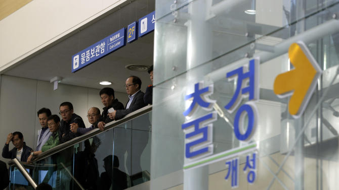 South Koreans back at reopened inter-Korea factory