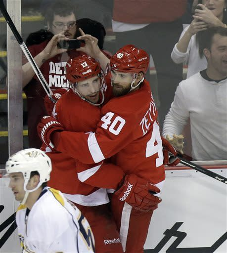 Datsyuk, Franzen lead Red Wings over Predators 5-2