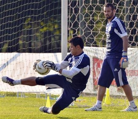 Paraguay's national team goalkeepers Justo Villar (L) and Diego Barreto attend a training session in Ypane, some 30 km (19 miles) from Asuncion October 8, 2012. REUTERS/Daniel Piris