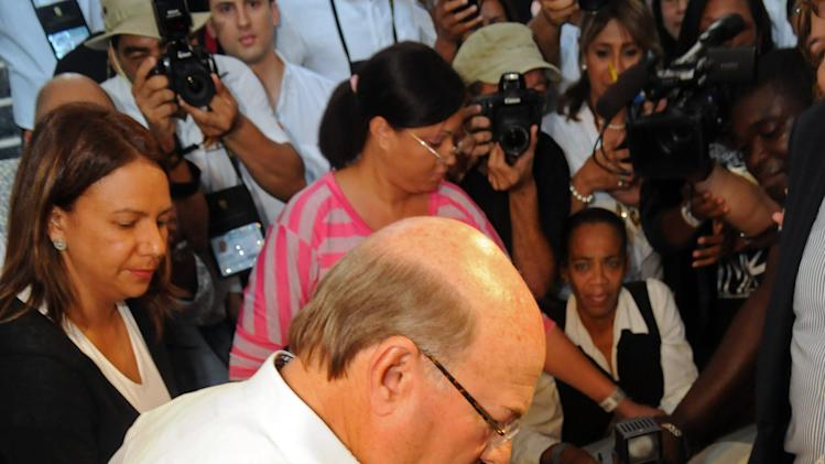 Former president and candidate of the opposition Dominican Revolutionary Party, Hipolito Mejia, casts his vote during the presidential election in Santo Domingo, Dominican Republic, Sunday, May 20, 2012. (AP Photo/Manuel Diaz)