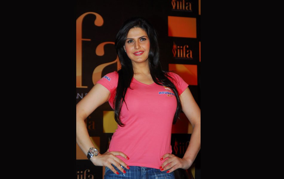 Who is the hottest girl in Housefull 2