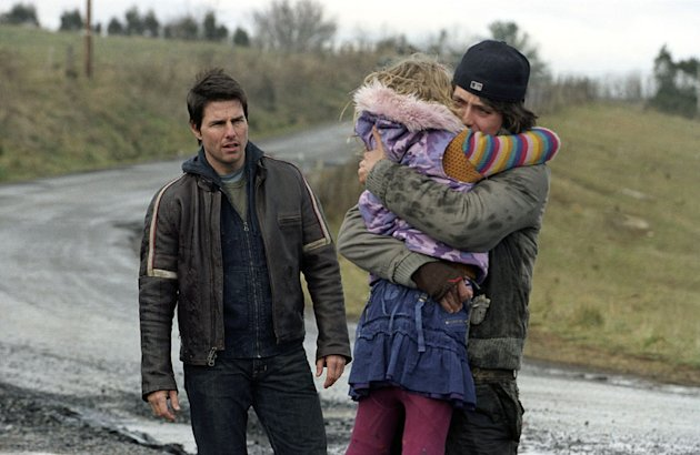 Tom Cruise Dakota Fanning Justin Chatwin War of the Worlds Production Stills Paramount 2005