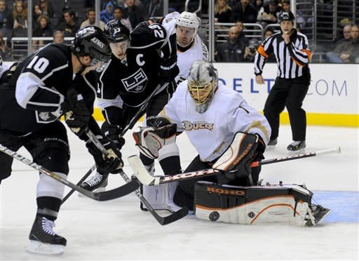 Kings get 3-2 SO win over Ducks in Sutter's debut