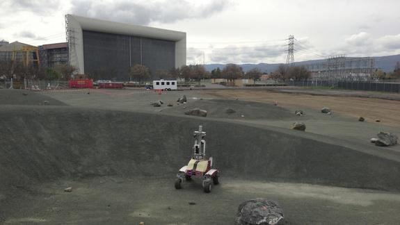 NASA Builds Mock Moon 'Roverscape' for Robot Driving Tests